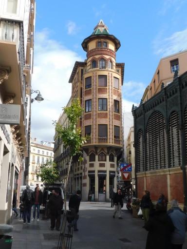 El Mercado Centro en izquerda